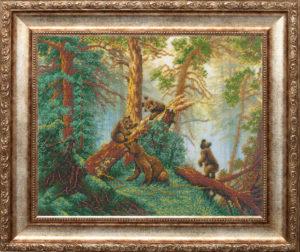 Мишки в сосновом лесу